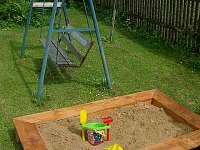 Pískoviště a houpačka