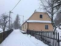 příjezdová cesta - chalupa ubytování Karlovice - Zadní Ves