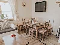 Kuchyně - jídelní část - chalupa k pronájmu Velké Losiny - Bukovice