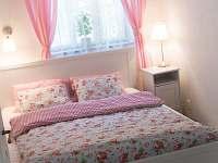 Růžová ložnice