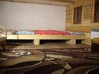 Prostorná ložnice. Děti doslova milují megapostel, dopspělí taky :-)