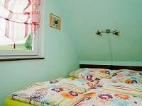 malá ložnice v pravé chatě