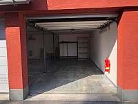 garáž pro jedno auto - apartmán k pronájmu Ramzová