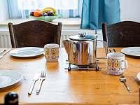 Ap. HOME - ráno, poledne. večer, vždy je fajn sednout k prostřenému stolu - Červená Voda - Šanov
