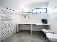 Ap. SUNSET - koupelna - dostatek místa pro Vaše propriety :-))
