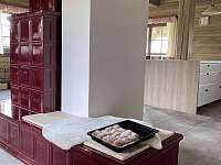 Kachlová kamna na dřevo - chalupa ubytování Velké Vrbno