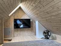 Podkroví (dvě jednolůžka) s televizí nad pokojem č.1 a č.2 - Velké Vrbno
