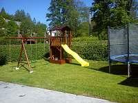dětské hřiště+trampolína