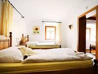 Slunečnicové apartmá - obytná ložnice - chalupa k pronajmutí Malá Morava - Vlaské