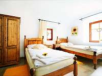 Slunečnicové apartmá - obytná ložnice - chalupa k pronájmu Malá Morava - Vlaské