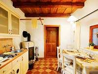 Slunečnicové apartmá - stylová kuchyně - chalupa k pronajmutí Malá Morava - Vlaské