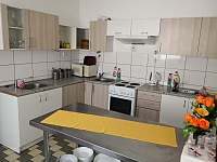 společná kuchyň - chata k pronajmutí Karlov pod Pradědem