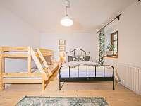 ložnice v přízemí - chalupa k pronajmutí Široká Niva - Skrbovice