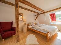 prostorný podkrovní pokoj pro 4 osoby - pronájem chalupy Široká Niva - Skrbovice
