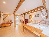 prostorný podkrovní pokoj pro 4 osoby - Široká Niva - Skrbovice