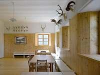 společenská místnost - chata k pronajmutí Branná