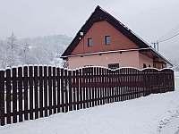 Chalupa Vernířovice v zimě -