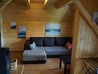 Obývací část - chata k pronajmutí Ostružná