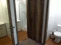 sprchové boxy v 2.NP - chalupa k pronajmutí Rejvíz