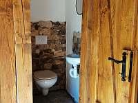 Venkovní wc na terase - Hanušovice