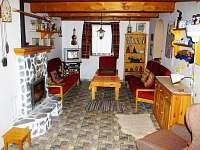 Společenská místnost - chalupa k pronájmu Vojtovice