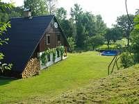 Zahrada s bazénem - chalupa k pronájmu Vojtovice