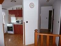 Kuchyňka v podkroví - chalupa k pronájmu Dlouhá Stráň