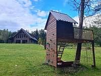 Domek pro děti s horolezeckou stěnou - roubenka k pronajmutí Suchá Rudná