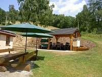 Letní posezení - pronájem chalupy Vernířovice