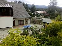 """Černá Perla - stodola - pravá část domu s prosklenými dveřmi je """"Stodola"""" -"""