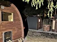 saunový sud v noci - Karlov pod Pradědem - Malá Morávka
