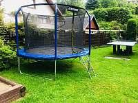 Sportovní vyžití pro malé i velké na zahradě - pronájem chalupy Lipová lázně