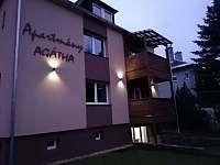 Budova apartmánů pohled ze zahrady