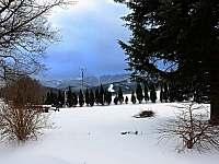 výhled ze zahrady na sedlo - chalupa k pronajmutí Bělá pod Pradědem - Domašov