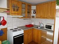 kuchyňský kout - pronájem chaty Stříbrnice