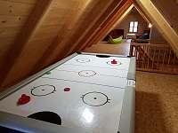 podkrovní prostor - herna - Vernířovice