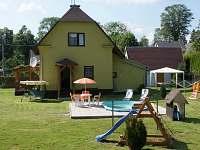 BOD Celkový pohled s bazénem 2 - chalupa ubytování Rýmařov