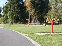 BOD Cvičební prvky ve Flemichově zahradě - chalupa k pronajmutí Rýmařov