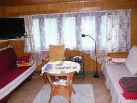 obývací místnost s rozkládacími sedačkami (pro 2-3 osoby)