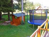 Dětský koutek - Trampolína, domeček,pískoviště a houpačky