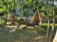Teepee v dobrodružném lese - chalupa k pronájmu Dolní Orlice - Červená voda