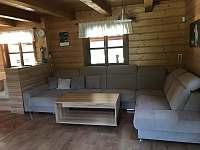 Obývací pokoj - chalupa k pronájmu Vernířovice