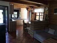 Pohled do kuchyně - chalupa k pronajmutí Vernířovice