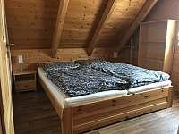 Větší ložnice - chalupa k pronajmutí Vernířovice