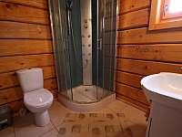 Sprchový box + WC v přízemí - pronájem chalupy Stříbrnice
