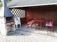 altán s grilem - chata ubytování Vlčice