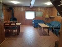 obývací pokoj - chata k pronajmutí Vlčice