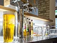 Hotel Vidly - samoobslužný bar, pivo 0,5 l za 29 Kč -