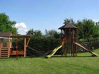 Dětské hřiště - pronájem apartmánu Hostice