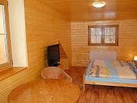 Prostorný dvoulůžkový pokoj s balkonem - pronájem chaty Bělá pod Pradědem